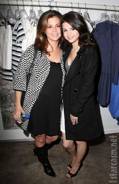 selena gomez and mom photos | Selena Gomez's mother Mandy suffers miscarriage, Selena cancels ...