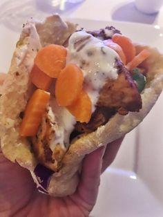 Verdens bedste luftige glutenfri pita - Sund uden gluten Dinner Bread, Gluten Free Dinner, Naan, Dessert Recipes, Desserts, Dairy Free, Sandwiches, Food And Drink, Low Carb