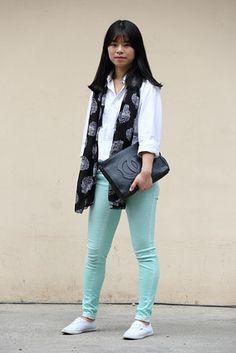 """ソウル Apgujeong-dong, SEOUL. Kim Ye-rin, student. Uniqlo shirts, """"H"""" pants, Vans shoes, scarf from Seoul's E-dae Ap fashion district. 【スライドショー】アジアの街角ファッションスナップ―ソウル、台北など"""