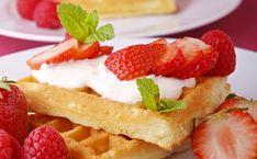 Recipes Inspired by The Great British Baking Show - Strawberries & Cream Torte Recipe Dessert Crepes, Strawberry Recipes, Strawberry Summer, Strawberry Torte Recipe, Strawberry Buttercream, Buttercream Frosting, Gula, Classic Cake, Köstliche Desserts