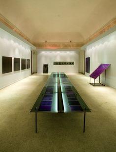 Design for an italian artist's monographic exhibition in Palazzo Fontana di Trevi, Rome, Italy. Design by +R, photo by Antonio Maniscalco / www.piuerre.com