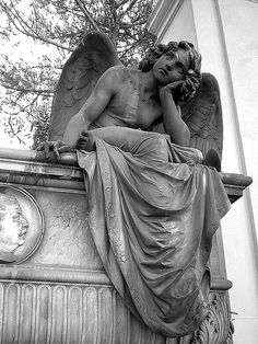 Man Made Statues? As we look at all of these magnificent statues and sculptures from all over the world, it's very easy to be in absolute awe and admiration of Cemetery Angels, Cemetery Art, Ange Demon, Arte Sketchbook, Angel Statues, Mystique, Angels And Demons, Angel Art, Renaissance Art