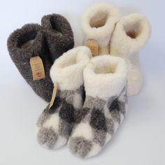 Schapenwollen pantoffels in 3 soorten.
