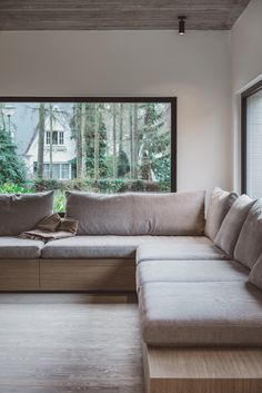 Built In Sofa, Built In Seating, Lounge Seating, Living Room Sofa, Living Area, Living Spaces, Curved Walls, Room Colors, Home Interior Design