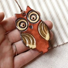 Handmade clay owl ornament - pic for inspiration Ceramic Pendant, Ceramic Jewelry, Polymer Clay Jewelry, Ceramic Necklace, Ceramic Birds, Ceramic Clay, Ceramic Pottery, Ceramic Animals, Ceramic Planters