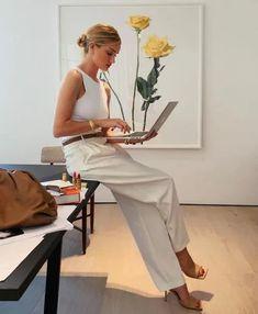Rosie Huntington Whiteley, Photography Branding, Photography Poses, Wedding Photography, Boss Lady, Girl Boss, Foto Website, Look Girl, Business Portrait