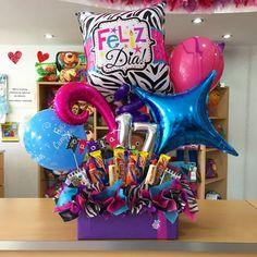 Felices #17 a Paola ✨ @paolahurtadof Birthday Candy, Happy Birthday Balloons, Happy Birthday Gifts, Birthday Box, Balloon Box, Balloon Gift, Balloon Bouquet, Balloon Arrangements, Balloon Centerpieces