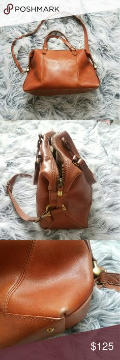 The Kensington satchel from Madewell A sturdy leather Madewell satchel with classic rolled double handles and an optional, adjustable shoulder strap. The zip top opens to a lined interior with a zip compartment and 2 notch pockets.   Good condition   * if u have any questions feel free to message me *   Happyyyyy poshing  <3! Madewell Bags Satchels