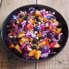 Salat med spidskål og brombær – Kreamors Køkken