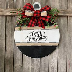 Wonderful No Cost Merry Christmas Home Sign, Buffalo Plaid Front Door Decor, Round Door Decoration. Tips Your individual door hanger Sure, the classic is needless to say the door pendant, in which on the l All Things Christmas, Christmas Holidays, Christmas Ornaments, Christmas Door Hangers, Merry Christmas Signs, Christmas 2019, Christmas Door Wreaths, Plaid Christmas, Christmas Front Doors