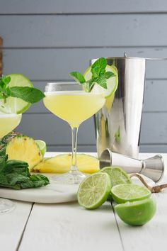 Cocktail mit Ananas und Minze, Sommer Cocktail Rezept, Cocktail mit Rum, Sommercocktail, Cocktail mit Limette, Cocktail mit Minze