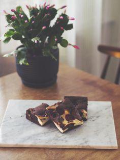 Sokerileipurin kotona: Vadelma-juustokakkubrowniet