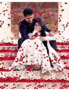 Are you looking for some awesome props for your pre-wedding shoot? We present you with some quirky and cool props for your pre-wedding shoot. Pre Wedding Poses, Pre Wedding Shoot Ideas, Pre Wedding Photoshoot, Wedding Pics, Wedding Couples, Dress Wedding, Prewedding Photoshoot Ideas, Trendy Wedding, Indian Wedding Pictures