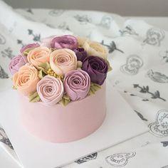 피오니, 작약 . . #flowercake #buttercreamcake #cupcake #foodpic #peony #blossom…