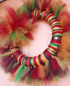 DIY tutorial - how to instructions create / make a Tulle Wreath - SO EASY! Going to use this tutorial to make a welcome home wreath! Tulle Crafts, Wreath Crafts, Diy Wreath, Wreath Ideas, Fall Tulle Wreath, Tulle Wreath Tutorial, Fabric Wreath, Door Wreaths, Holiday Wreaths