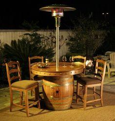 table à manger extérieure à faire soi-même en vieux tonneau en bois et un plateau rond en bois