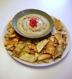 άφταστα πολίτικα γεμιστά και τα μυστικά τους | Pandespani Baba Ganoush, Pac Man, Dessert Recipes, Desserts, Greek Recipes, Hummus, Snacks, Ethnic Recipes, Food