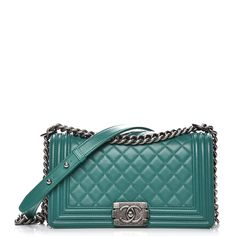 4ee043d95e87cf This is an authentic CHANEL Lambskin Quilted Medium Boy Flap in Green. This  stylish shoulder