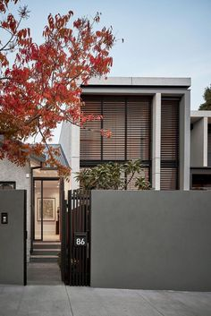 Shade home by Seidler Group is a residential design and construction project located in the inner city Melbourne suburb of Kew. This project saw the marriage of the new and the old. Creating a client's home for the third time came with its challenges. Residential Lighting, Residential Interior Design, Contemporary Interior Design, Luxury Interior Design, Residential Architecture, Modern Architecture, Duplex Design, Townhouse Designs, Melbourne Suburbs