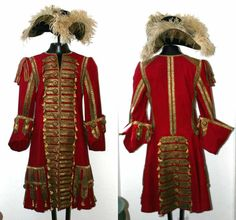 Screen used costume (Red coat and Tricorn)of Dustin Hoffman in Hook. Captain Hook costume from Hook Disfraz Peter Pan, Captain Hook Costume, James Hook, Pirate Garb, Peter And The Starcatcher, Peter Pan Costumes, Pirate Fashion, Theatre Costumes, Historical Costume