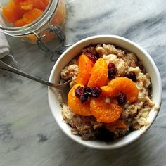 Sweet, caramelized clementines, cranberries, and a sprinkling of spice make this oatmeal the perfect fall breakfast. GF, DF, and vegan