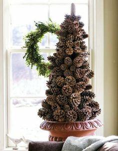 Idea web: Albero di Natale fatto di pigne!- #Natale #Xmas #decorazioni #Homemade
