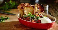 Préparez rapidement ce chili traditionnel pour votre prochaine fiesta mexicaine. Accompagné de crème sûre, de croustilles de maïs et de quartiers de lime, c'est le plat idéal pour recevoir la famille dans une atmosphère exotique! Mets, Dip Recipes, Ground Beef, Tofu, Mashed Potatoes, Biscuits, Bbq, Lunch, Chicken