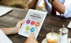 Do you have a solid inbound marketing strategy? You can go from overlooked to completely booked with targeted leads! Inbound Marketing, Social Media Marketing Courses, Whatsapp Marketing, Marketing Online, Marketing Training, Content Marketing Strategy, Affiliate Marketing, Internet Marketing, Digital Marketing