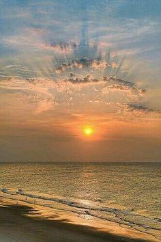 Those wonderful beachy cloud patterns...