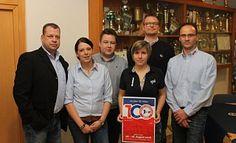 Freuen sich auf die Zukunft: Marcel Kleimann (v. l.), Isabel Garnerus, Maik Depke, Birte Niehaus, Michael Schmidt und Matthias Engelke vom Vorstand des VfL Holsen. - Privat