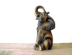 Vintage / Collectibles / Figurine / elephant / by WhiteDogVintage,