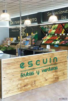 Mostrador para Frutas Escuin en su tienda de la Ciudad del Transporte de Castellón