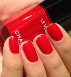 Chanel in Gitane + Comparisons Chanel Nail Polish, Chanel Nails, Red Nail Polish, Cute Nails, Pretty Nails, Manicure Y Pedicure, Nagel Gel, Short Nails, Pink Nails