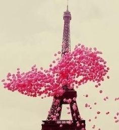 Pink balloons in Paris Effiel tower! We celebrate the kids birthday in Paris.