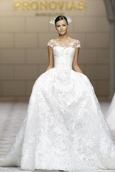 CESIRA dress. Atelier Pronovias 2015.