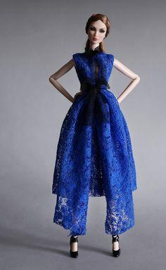 OOAK Doll / Modern in Classic Blue dentelle Barbie Fashionista, Fashion Royalty Dolls, Fashion Dolls, Divas, Beautiful Barbie Dolls, Little Doll, Ooak Dolls, Barbie Clothes, Strapless Dress Formal
