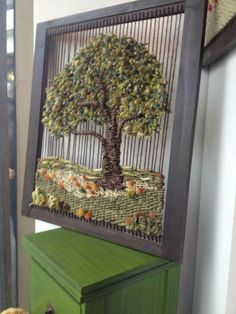 Árbol a telar Weaving Wall Hanging, Weaving Art, Tapestry Weaving, Loom Weaving, Hand Weaving, Yarn Crafts, Fabric Crafts, Art Fil, Weaving Projects