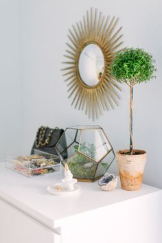 mirror, terrarium,  organized jewelry // bedroom vignette #mirror #bedroom #pretty