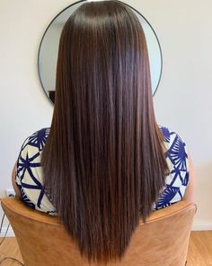 17 Incredibly Gorgeous V-Cut Hair Shape Ideas Long Hair V Cut, V Cut Hair, V Hair, Hair Color And Cut, Brown Hair Colors, Short Hair, Thin Hair, Haircuts For Long Hair, Straight Hairstyles