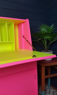 Neon Furniture, Furniture Repair, Upcycled Furniture, Painted Furniture, Furniture Design, Neon Home Decor, Home Decor Items, Neon Painting, Pink Room