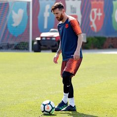 Lionel Messi is the second highest paid athlete in the world. Learn about his early life, soccer prowess, and tax evasion scandal. Rugby, Lionel Messi Family, Messi Goals, God Of Football, Lionel Messi Barcelona, Argentina National Team, Leonel Messi, Messi 10, Uefa Champions