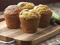 Come riutilizzare il pane avanzato? Preparando questi deliziosi muffin con insalata