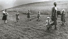 Old photos of Italian familis | ... Gianni Berengo Gardin - Family with Six Daughters, Haute-Adige, Italy