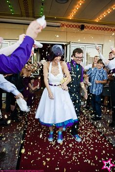 Use popcorn confetti for cinema theme wedding