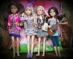 Liv dolls Hollister Fashion, Hollister Style, Liv Dolls, Barbie Dolls, Barbie Clothes, Fashion Dolls, Harajuku, Miniatures, Accessories