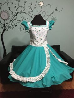 Vestidos cueca Cute Prom Dresses, Dresses Kids Girl, Summer Dresses, Square Skirt, Clogs Outfit, Vintage Style Dresses, Dance Outfits, Kids Wear, Frocks