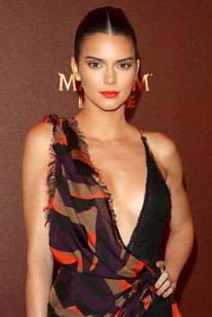Here's What Kendall Jenner's Red Carpet Look Can Teach You About Power Makeup Kendall Jenner Wallpaper, Kendall Y Kylie Jenner, Square Face Hairstyles, 50s Hairstyles, 50s Hair Tutorials, Pin Up Makeup, 50s Makeup, Crazy Makeup, Makeup Art