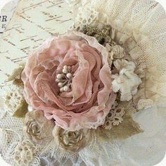New Shabby Chic Fabric Flowers Vintage Pink Roses Ideas Burlap Flowers, Shabby Flowers, Lace Flowers, Felt Flowers, Fabric Flowers, Organza Flowers, Beautiful Flowers, Fleurs Style Shabby Chic, Flores Shabby Chic