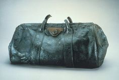 A gladstone bag from the RMS Titanic which was recovered from the ocean floor during an expedition to the site of the tragedy. Rms Titanic, Titanic History, Titanic Ship, Titanic Wreck, Titanic Sinking, Titanic Movie, Titanic Poster, Titanic Photos, Titanic Museum