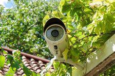 Выбор системы видеонаблюдения для загородного дома    Многообразие современных систем видеонаблюдения может сбить с толку любого, поэтому перед тем, как установить видеонаблюдение на территории своего загородного дома или коттеджа, необходимо рассмотреть все имеющиеся на сегодняшний день варианты.    Развитие современных информационных технологий на сегодняшний день достигло такого высокого уровня, что такое понятие, как видеонаблюдение уже является самой собой разумеющейся мерой…